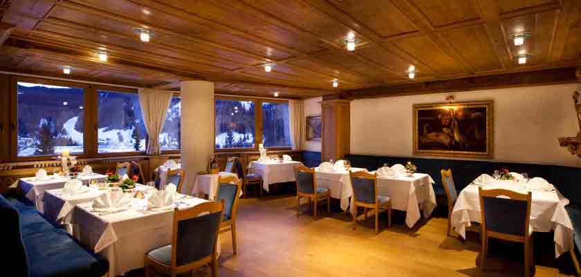 italy_dolomites_corvara_hotel-sassongher_restaurant.jpg